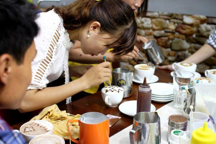 Khóa học pha chế để kinh doanh mở quán cà phê và trà sữa